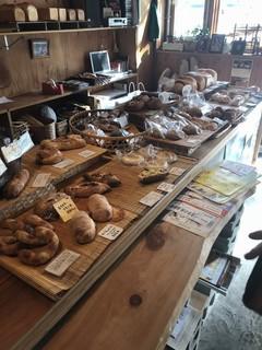 詩とパンと珈琲 モンクール - 美味しそうなパン達