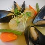 bistro cocotto 古淵 - ホタテと魚介の白ワイン蒸し