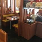 肉のはせ川 - 店内テーブル席