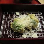 天ぷら やす田 - ブロッコリー天にパルミジャーノ・レッジャーノかけ