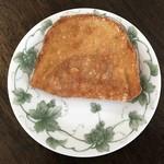 80701923 - ハムが入った揚げパン