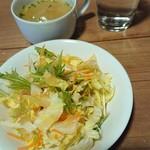 ポカ フレール - 白菜のサラダ。ドレッシングおいしー。スープにも野菜。