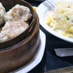 中国料理 登龍 - 大盛りの海老炒飯とシューマイ(5個)頼んじゃった♡