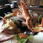 塩湯 - 海鮮丼。ご飯が見えないんです(^^)