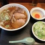 大勝軒 - らーめん ふつう 葱多め+生玉子