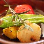 80714165 - ピッツァセット 1080円 のインカのめざめと本日の野菜の窯焼き