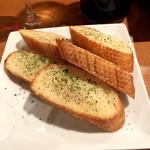 自家製ローストビーフとお酒のお店 ニクニク - ガーリックトースト