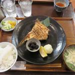 ごはんや 飯すけ - 天然ブリカマ焼定食1,700円。