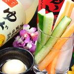 小だるま - 串カツのお供に野菜スティック 女性に大人気の梅酒もご用意しております