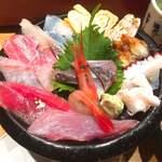 いきいき亭 - いきいき亭丼 @2,000円 マグロは金粉入り。