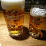 東岡崎魚酒場 どぉーん - 男前ジョッキと中ジョッキ 男前ジョッキは中ジョッキの2.5杯分ほどあるそうです