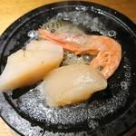 東岡崎魚酒場 どぉーん - お通し エビとホタテの海鮮焼き