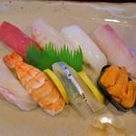 鮨ひら山 - 料理写真:上にぎり盛り合わせ(1700円)