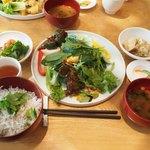 春秋ユラリ - ユラリ畑ブッフェと釜揚げしらす飯、味噌椀