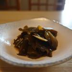 寿司懐石 かご家 - サービスのわかめの茎の生姜煮