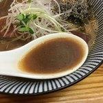 中華そば よしかわ - ブリの旨味が出たスープ