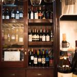 Italia Wine & Bar Cla' - 直営のワインショップから厳選イタリアワインをご用意します。