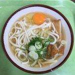 三角茶屋豊吉うどん - 天ぷら(魚のすり身)うどん たまごトッピング