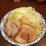 らーめん 陸 - らーめん+麺マシマシ(540㌘)+ヤサイ+背脂
