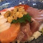 みなとや  - 人気NO.3 ウニ海鮮丼 1,000円。