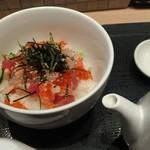 80740337 - 海鮮丼、ダシ付き