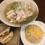 めん処 金太 - 鶏そば+半チャン+半餃子セット940円