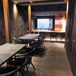 祇園 北川半兵衞 - 1階はカウンターとテーブル席