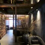 祇園 北川半兵衞 - 2階はソファー席の空間