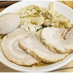 ときわ亭 - 料理写真:特製煮干そば 950円 やや雑な盛り付けなのは自分で盛ったから。
