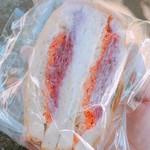 クロップ - ツナと2色のラペのサンドウィッチ 350円