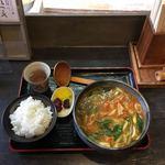 やまびこ - 料理写真:牛スジカレーうどん ¥700 少ライス  ¥130