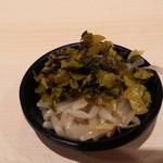 北海道恵比寿 - 無料の薬味はピリ辛もやしと高菜を