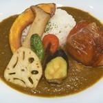 カレーカフェテリア ソガ - ポークカレー with 季節野菜の素揚げ、丸ごとトマトの素揚げ