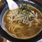 80754220 - 「カレー煮干しラーメン」750円(チャーシューは別皿で)