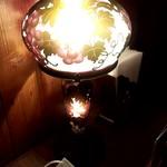 喫茶 蔵 - 電気スタンドが優しい灯火を与えます