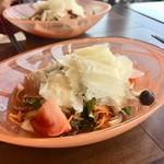 イタリアン&グリル アクア イルフォルノ - チーズたっぷりサラダ