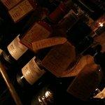 8076002 - 【画面が暗い】どーんとワインが運ばれてここから選ぶ