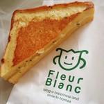 フルールブラン - バジルチーズ 130円+税