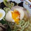 なにや - 料理写真:豚すき麺880円の翡翠麺と半熟味玉