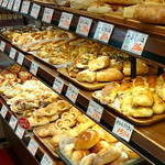 80766079 - 種類豊富なパン