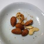グルーヴィナッツ  - 燻製ナッツ