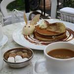 80769102 - アップルシナモンのパンケーキ&コーヒー