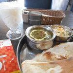 印度れすとらん カシミール - サグチキンカレー&ラッシー♪