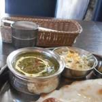 印度れすとらん カシミール - ほうれん草とチキン入りのカレーは緑色です!!!
