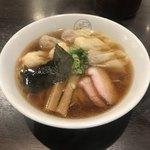 八雲 - 特製ワンタン麺 黒だし ¥1,000