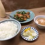 七面鳥 - 鶏肉と竹の子ピーマン炒めライス880円