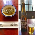 80778244 - 突き出しは茎わかめの煮付                       瓶ビールはキリンラガーを頂きました