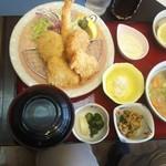 丸光亭 - フライ盛合せ豚汁定食