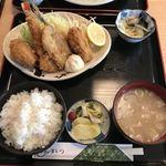 とんかつとん平 - 料理写真:ミックスフライ定食980円ランチ カニクリームコロッケ、エビフライ、魚のフライ、カキフライ