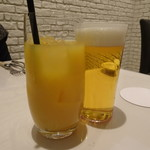 Restaurant  LA FUENTE - オレンジJ(550円)と生ビール(700円)